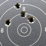 SchiessSportWelt - Schützenverein - Zielscheibe mit Schusslöchern